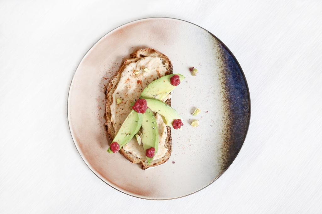 tartine de houmous healthy pour le déjeuner